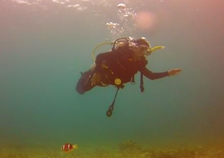 Kirsten swimming with Nemo